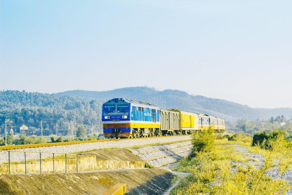 tour tàu hỏa charter
