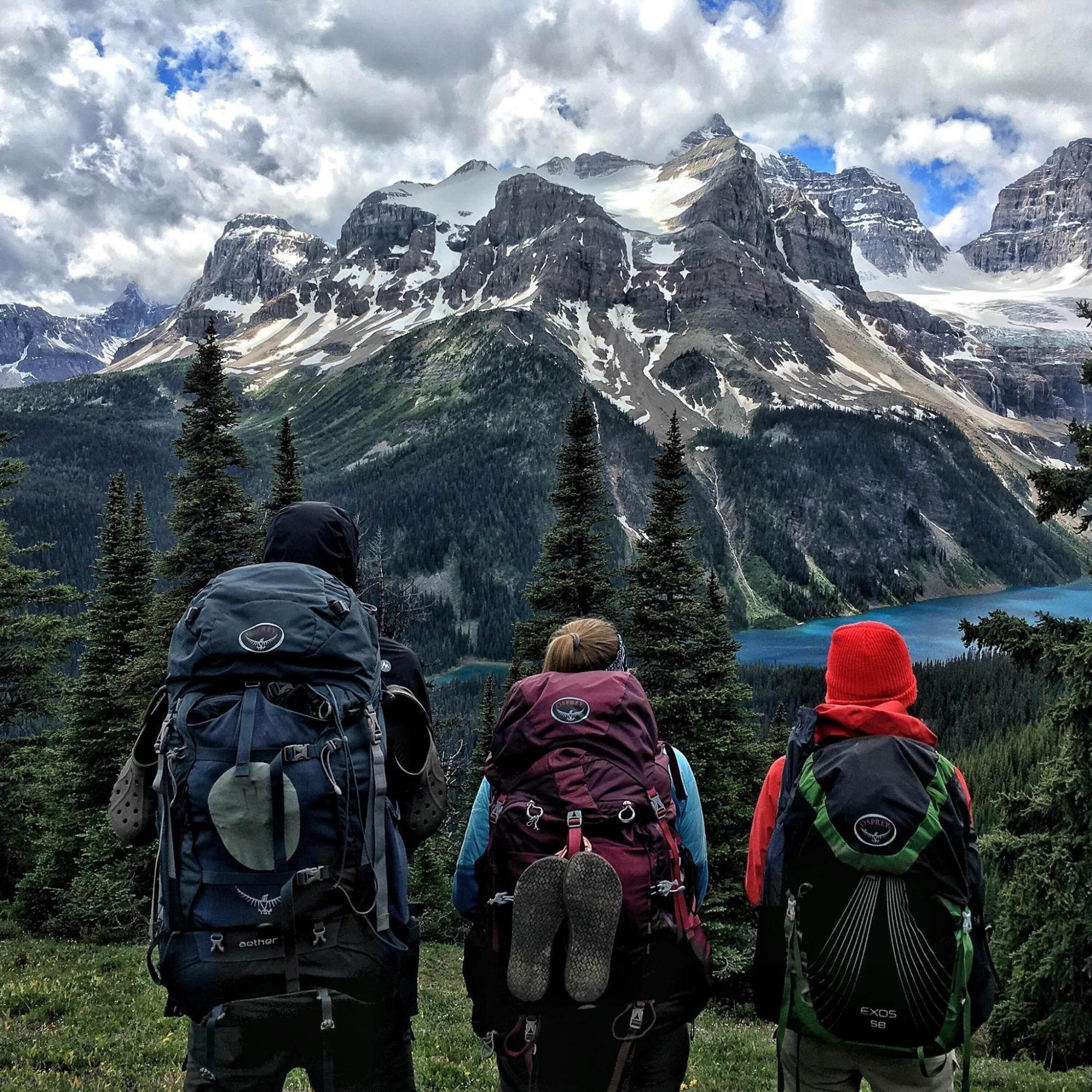 cách chọn áo an toàn khi leo núi cho bản thân