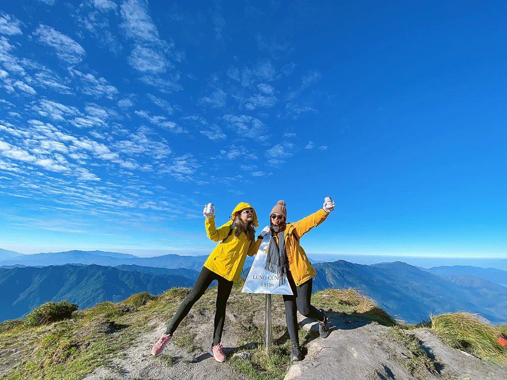 khám phá đỉnh núi Lùng Cúng
