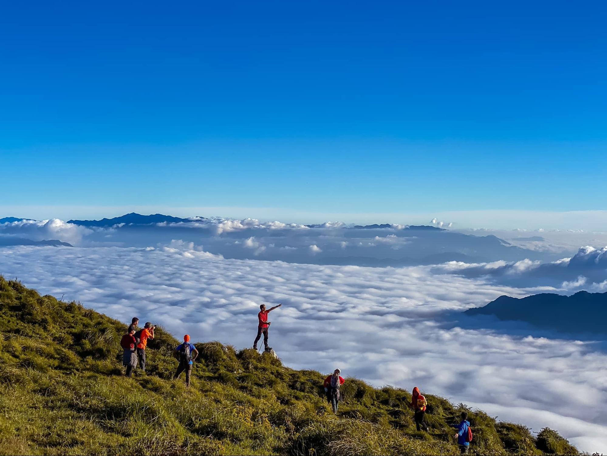 trekking đỉnh Lùng Cúng